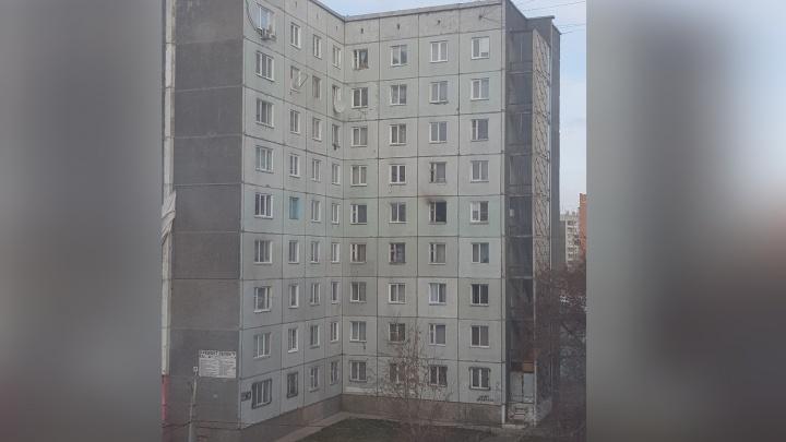 Пожарные вывели 24 человека из горящего здания бывшего общежития в «Зеленой роще»