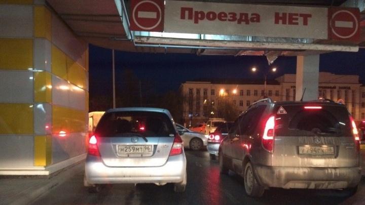 Снова массовые эвакуации: в Екатеринбурге вывели людей из четырех ТРЦ