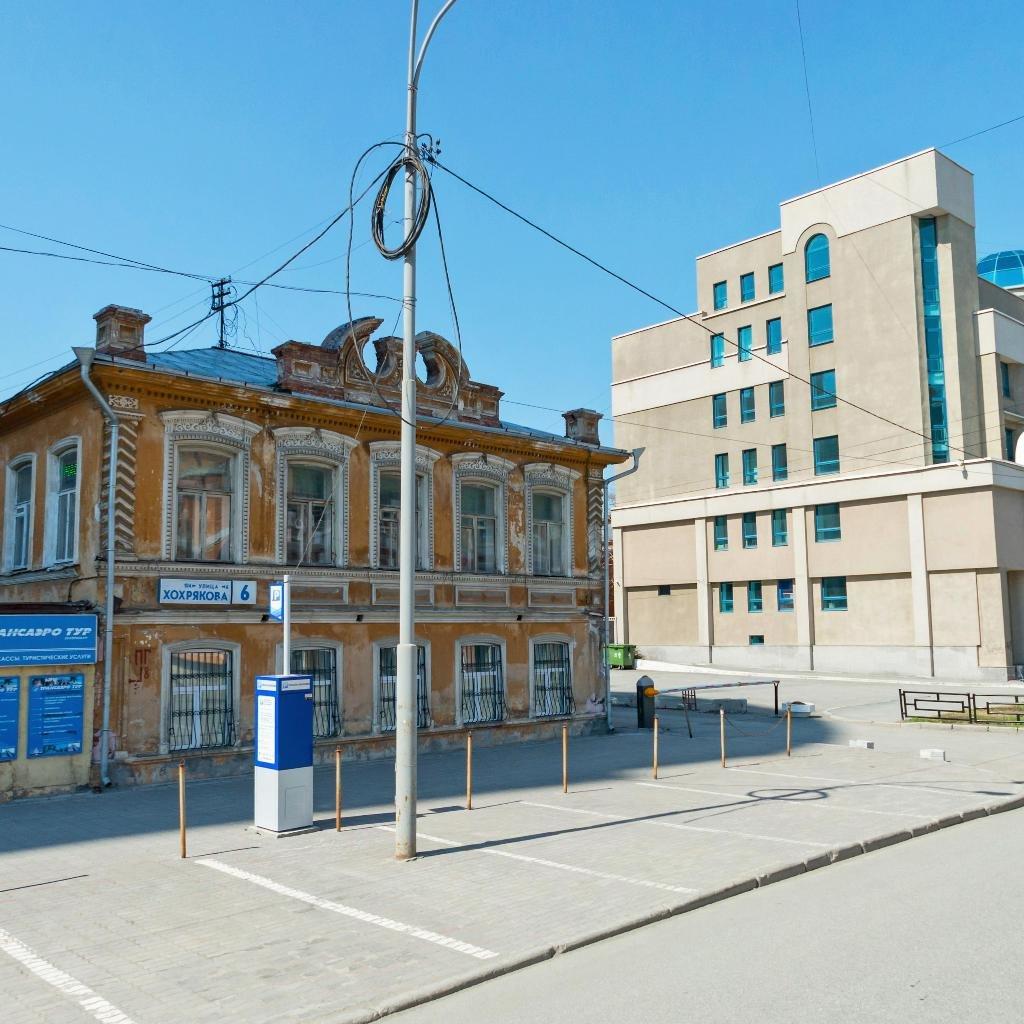 Особняк стоит по адресу Хохрякова, 6