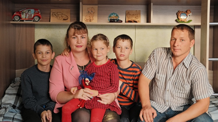 «Угрожал, что спрыгнет с дочкой с балкона». На Урале приемные родители делят ребенка с родным отцом