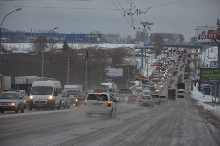 Серьёзные заторы сейчас на Октябрьском мосту и улице Немировича-Данченко