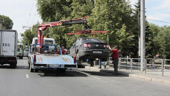 Ситуация «эвакуация»: стоит ли прыгать на платформу спецтранспорта, который увозит вашу машину