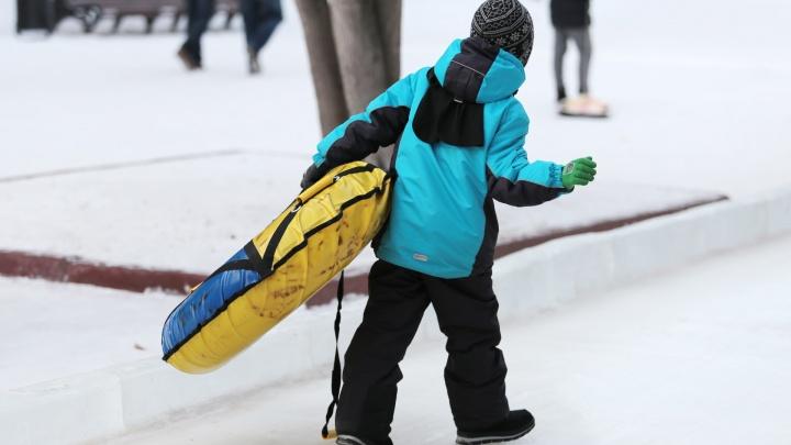 По ощущениям — лучше остаться дома: из-за мороза в школах Челябинска во вторник отменили уроки