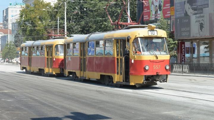 В выходные на ВИЗе закроют движение трамваев