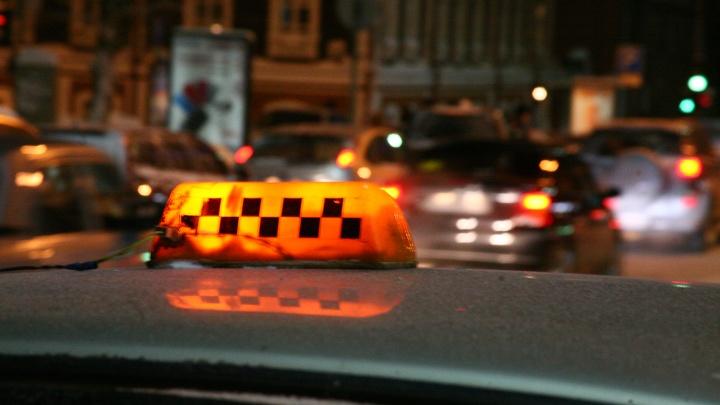 Таксист получил 10 лет за смерть пьяного пассажира под колёсами машины