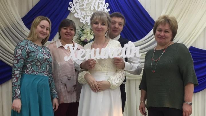 В школе на Московской поженили учителей истории и математики