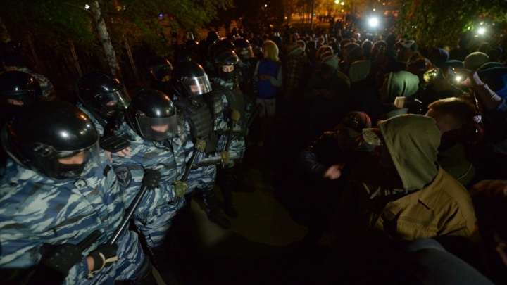 «Говорят о массовых беспорядках»: защитников сквера вызвали на допросы в МВД