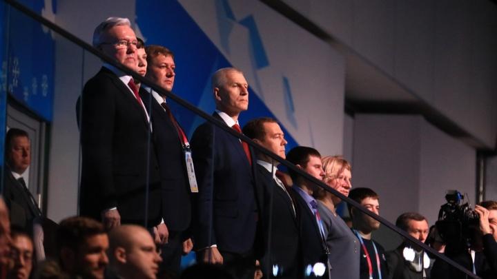 Визит Медведева: премьер на церемонии закрытия Игр
