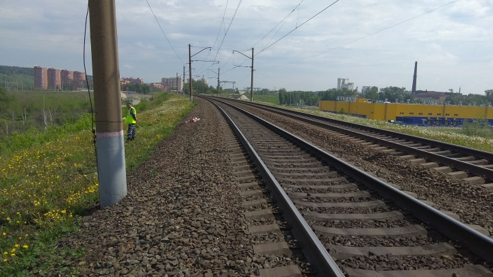 Электропоезд сбил мужчину около станции Инская