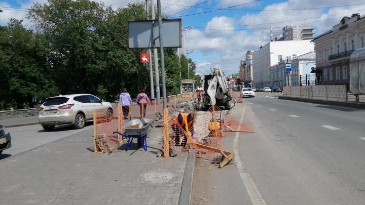 В центре Перми расширяют проезжую часть на улице Ленина