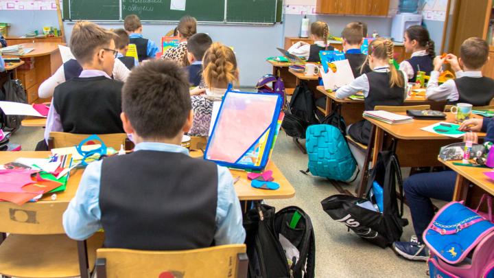 Как школьная форма скрывает социальное неравенство и дыру в семейном бюджете