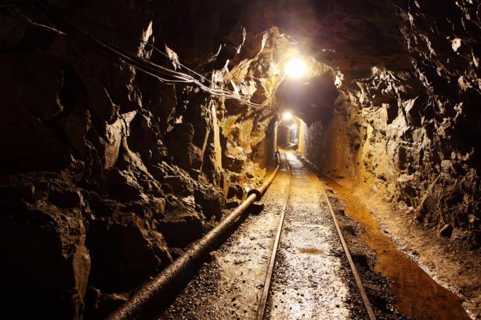 В кузбасской шахте произошел внезапный выброс угля и газа: один горнорабочий пропал