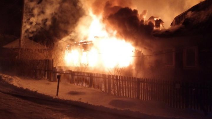 «Беда случилась перед праздником»: в Прикамье семья осталась без дома из-за пожара