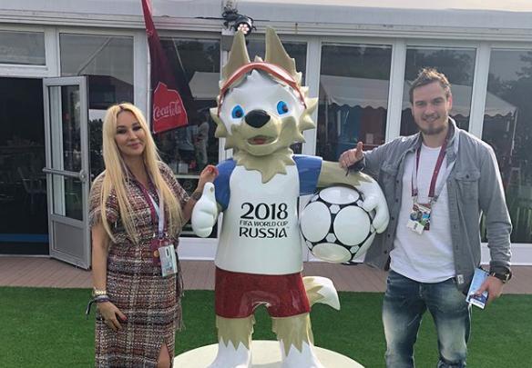Беременная Лера Кудрявцева с мужем посетила матч Россия — Саудовская Аравия