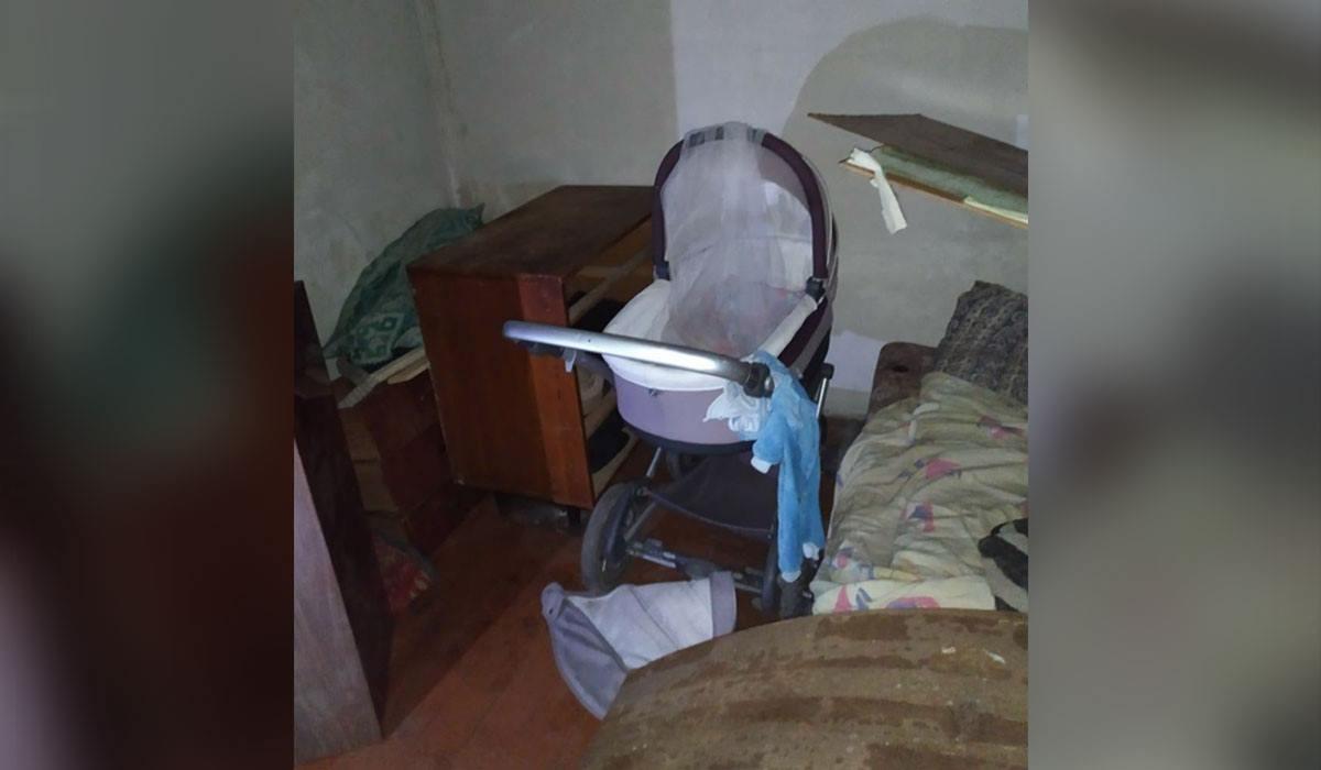 В Североуральске пьяный парень выкинул младенца из окна, пока его мама ходила в магазин