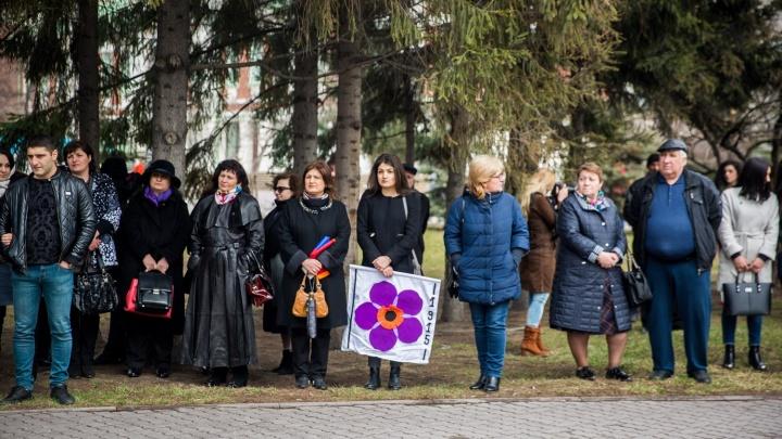 Три сотни армян собрались в Первомайском сквере