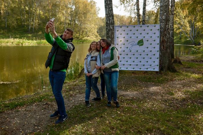 Третье место — за администрацией Дзержинского района. Она победила в номинации «Лучший сценарий проведения акции»