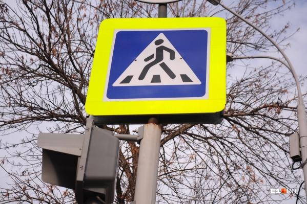 Каждый пешеходный переход сегодня должен быть оборудован дорожными знаками на желтом фоне