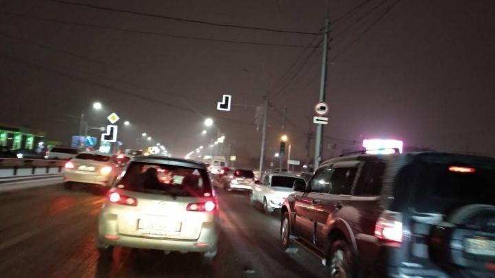 На Шахтеров второй день отключены светофоры и фонари