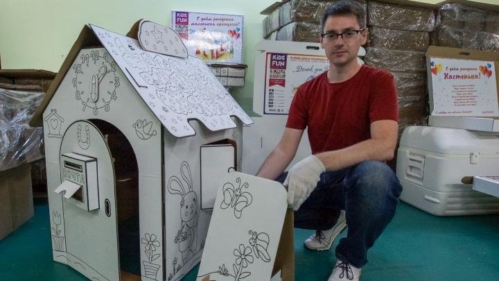 «Всё началось с племянницы»: красноярец построил бизнес на производстве детских раскрасок-домиков