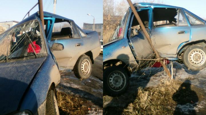 В Кургане на бульваре Мира водитель врезался в столб