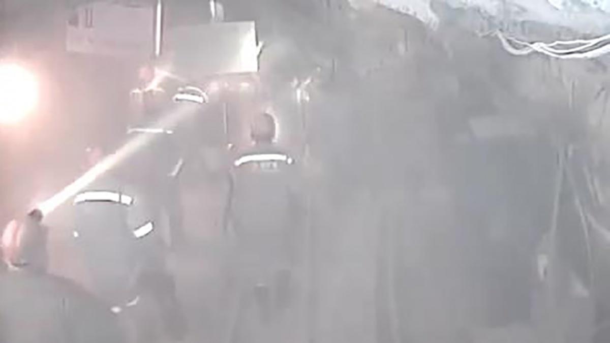 Упавшая машина перепугала рабочих