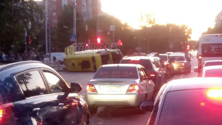 На Харьковской перевернулась машина скорой помощи