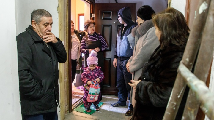 Прокуратура была против: судья Музраев дал отсрочку девяти волгоградским семьям с Рахинской
