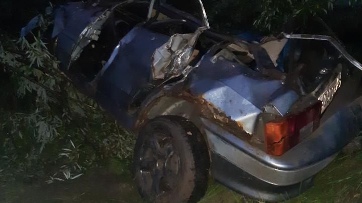 «Неправильно выбрал скорость»: на свердловской дороге водитель улетел в кювет и погиб
