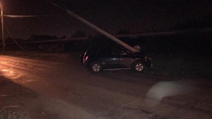Электропровода на дороге: в Стерлитамаке пьяный водитель свалил столб