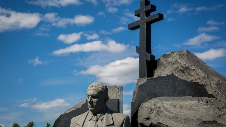 Власти отправили новосибирских должников на кладбища