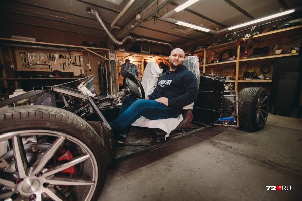 Если планам Адама Дотмерзаева ничто не помешает, то совсем скоро эта невзрачная конструкция превратится в крутой Lamborghini