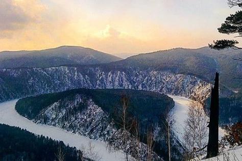 Вид на Манскую петлю с соседних гор