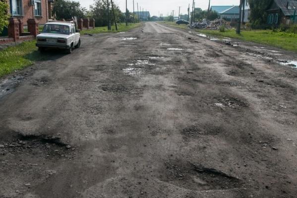 Дороги в Половинском районе испещрены ямами