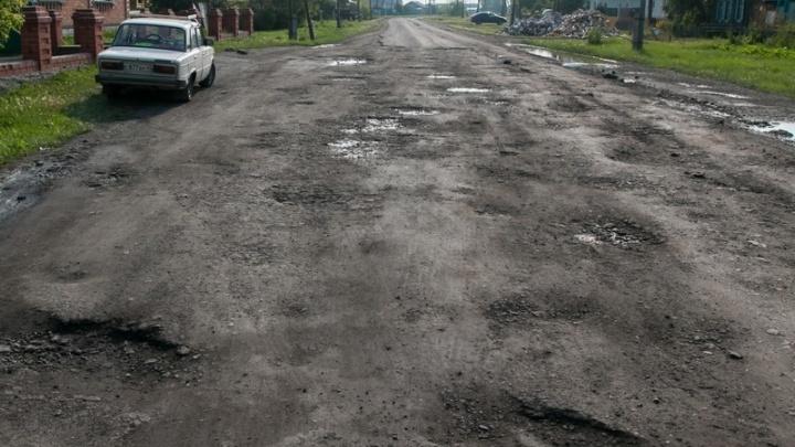 Случай неординарный. Глава Половинского района объяснил, почему буксует ремонт дорог и соцобъектов