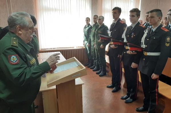 Дочку красноармейца встречали в военном комиссариате Волжского