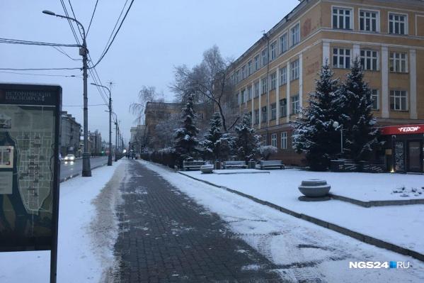 Снег уже начал таять