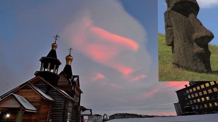 Над Норильском взошло красное облако в форме древней статуи