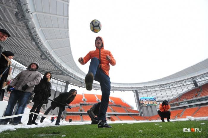 Нападающий «Урала» Владимир Ильин уже поиграл на новом газоне