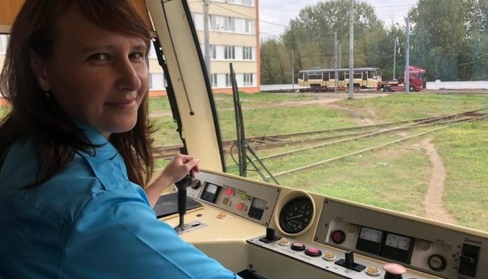 «Не хотим изнашивать свою одежду»: в Ярославле власти переоденут кондукторов и водителей транспорта