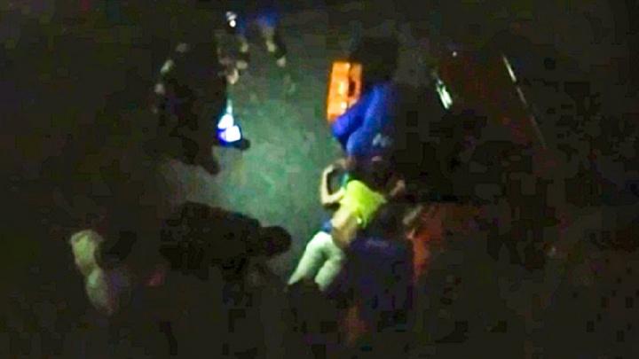«Лезла на балкон»: в центре Волгограда женщина выпала из окна многоэтажки
