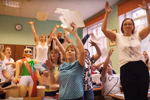 Родители устроили хаос в школьном кабинете