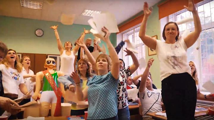 Родители выпускников из Ярославля сняли клип на песню Макса Коржа и прославились на всю страну