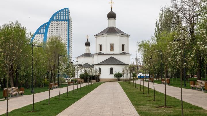 «Осталось посадить 18 кустов роз»: в Волгограде после реконструкции открыли Центральную набережную