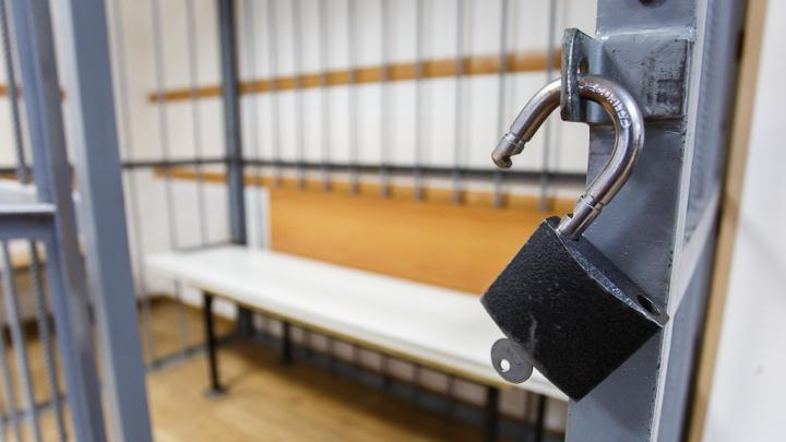 «Испугался приговора»: в Волгоградской области обругавший полицейских мужчина удрал из суда