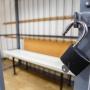 «Мог получить реальный срок»: в Волгоградской области обругавший полицейских мужчина удрал из суда