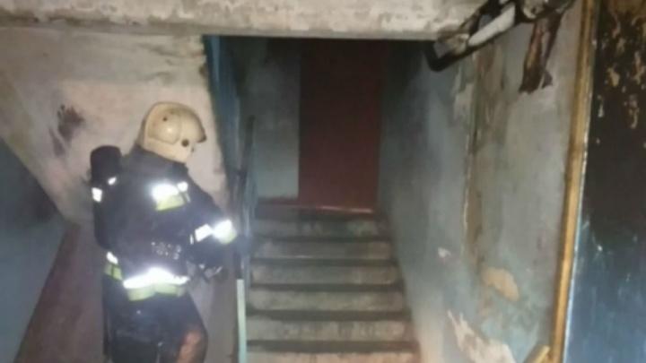 В жилой многоэтажке в Заволжском районе загорелся подъезд