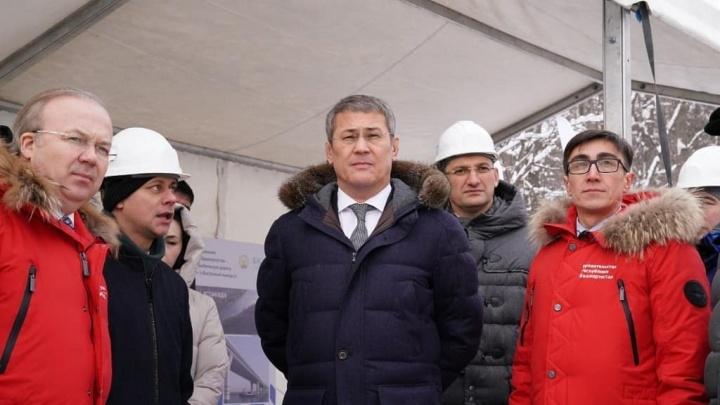 В правительстве РБ приобрели красную униформу для чиновников на «выход»