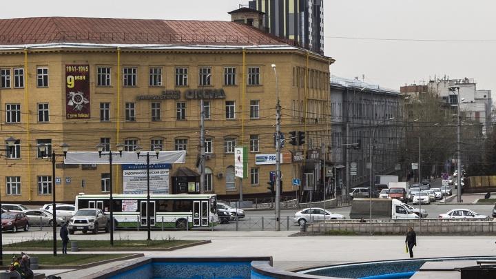 Пассажиры падали: сибирячка стала свидетельницей гонки троллейбуса и автобуса по улице Кирова