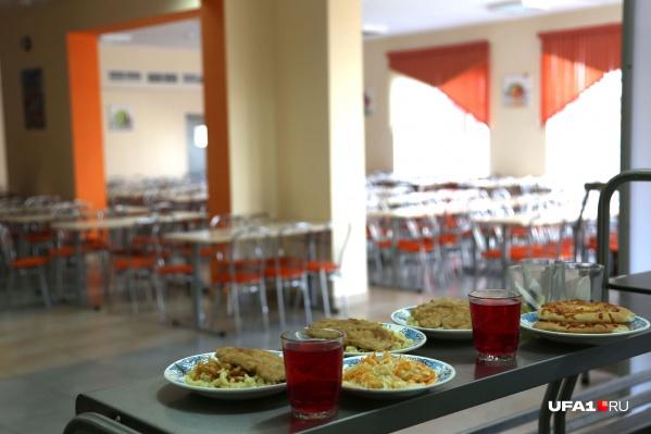 Ученики говорят, что раньше порции в столовых были больше